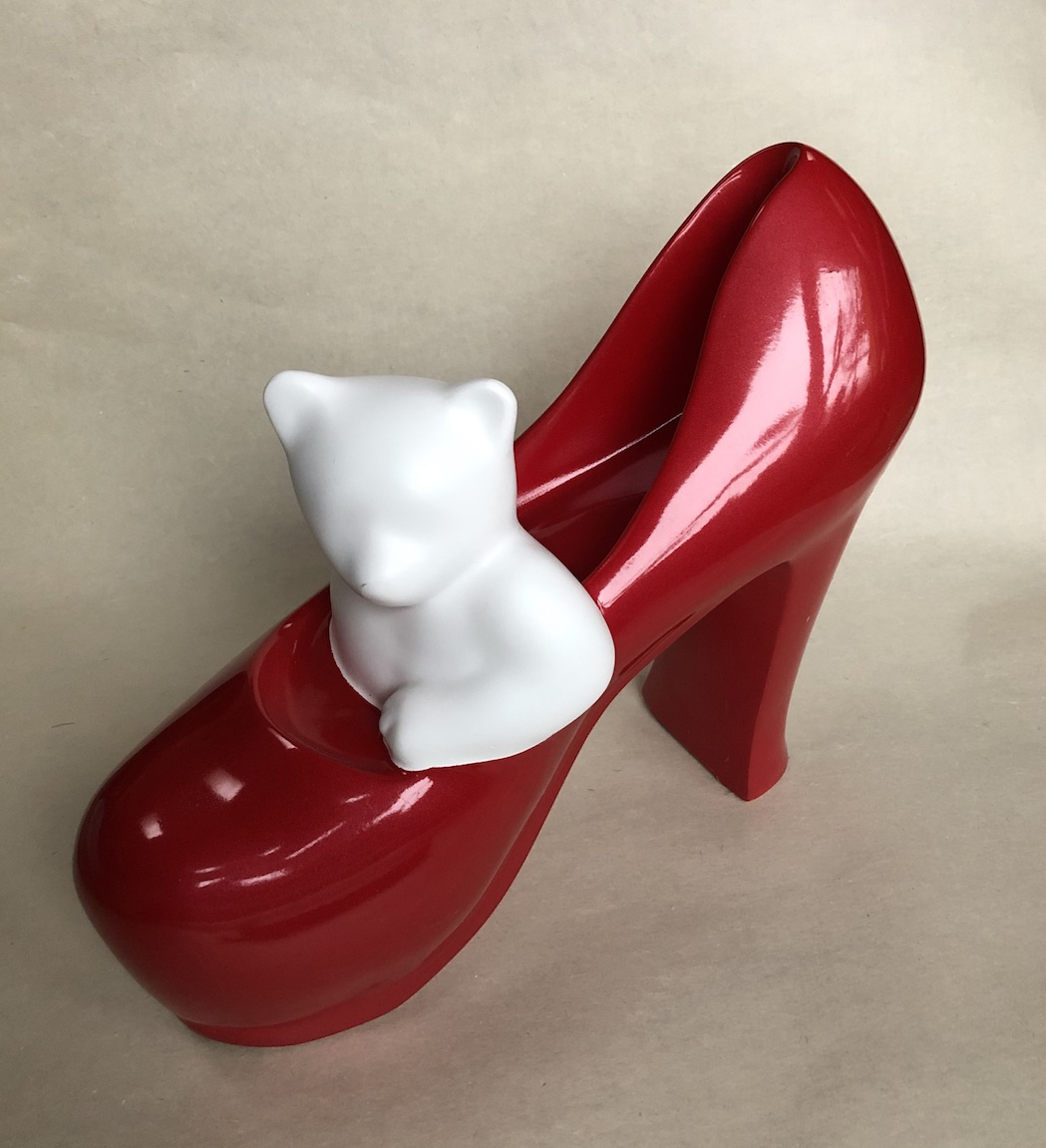TW 335A Panda In Red Shoe